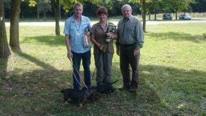 Fine von der Vogelquelle, Fabian vom Weidenteich gen. Strolch und der 1. Vorsitzende der Gruppe Zwickau